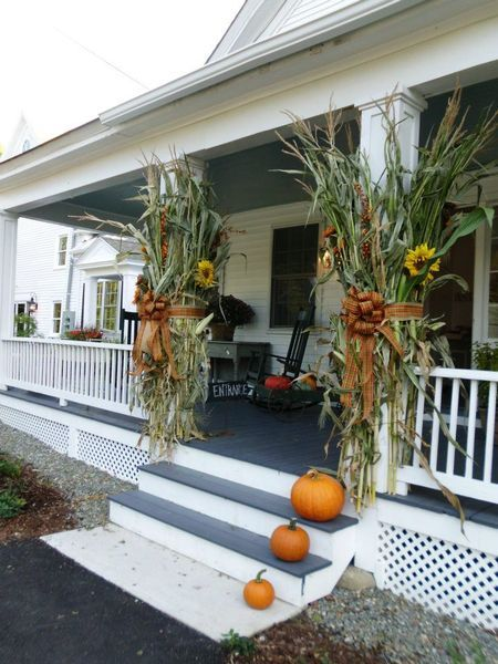 Corn sunflowers burlap arbor decorating a country for Front porch fall decor