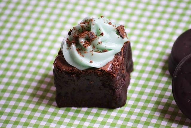 grasshopper brownie with thin mints | Yum yum yum yum yum | Pinterest
