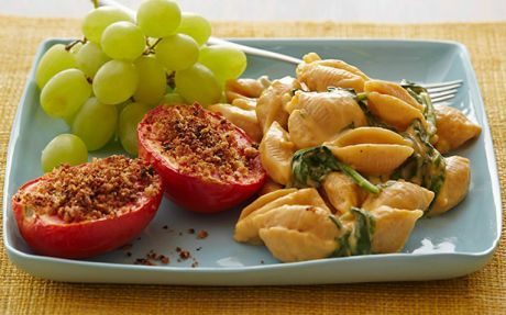 Wholewheat Spinach Mac 'n' Cheese with Grilled Tomatoes Recipe by Foo...