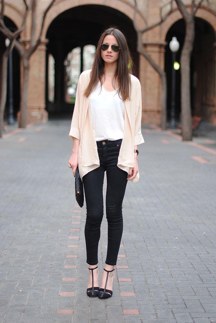 T-shirt: Zara, Watch/Reloj: Daniel Wellington, Shoes/Zapatos: Zara, Clutch: Miu Miu, Ring/Anillo: YSL, Kimono: Sheinside, Jeans/Tejanos: Zara (Similar), Sunglasses/Gafas: Ray-Ban www.danielwellington.com