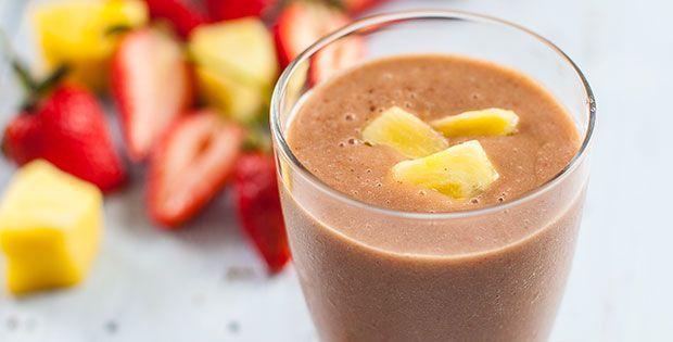 Strawberry pineapple smoothie. #BESTSMOOTHIE + #VEGASMOOTHIE