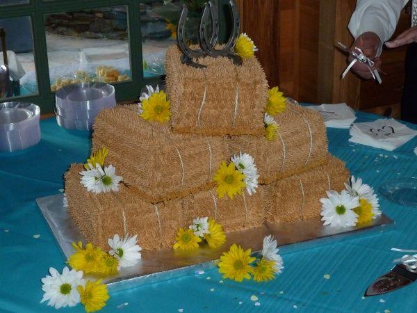 hay bale wedding cakes
