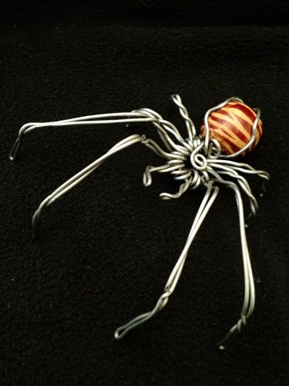 Spider wire sculpture with wooden duotone bead for Wire art projects