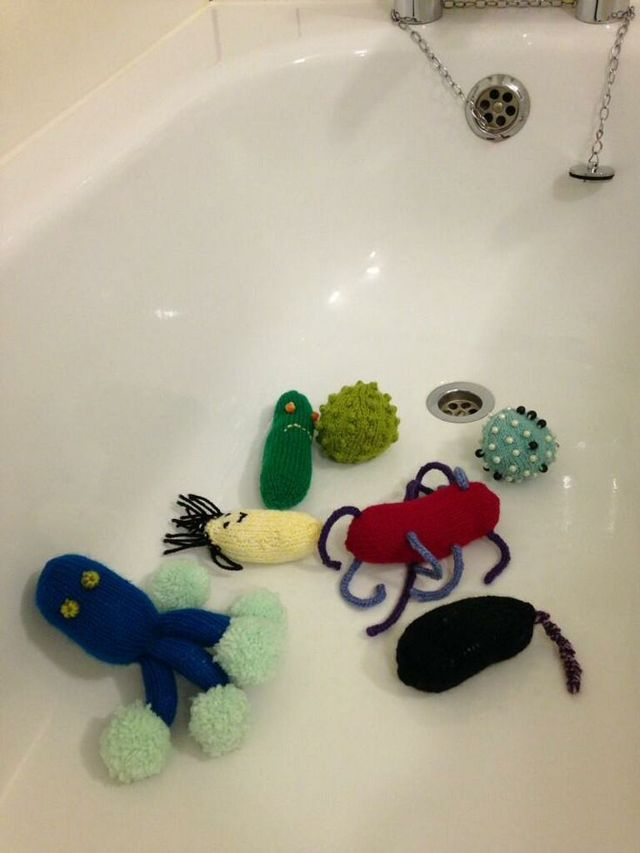 WANTED: 980 knitted microbes for Glasgow City of Science project! hat tip: @Tom John West #KnitHacker #knit #knitting