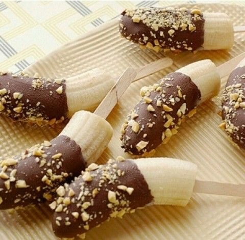 Chocobananas: frozen bananas on a stick, cover with melted chocolate ...