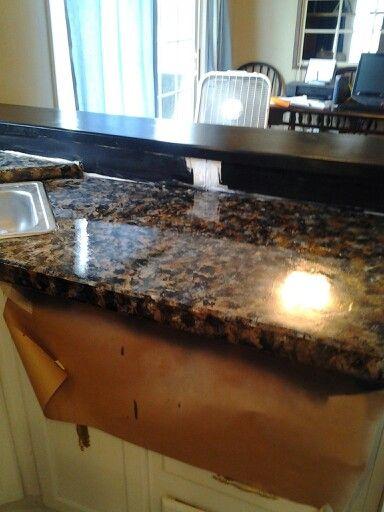 Paint countertops like faux granite. Base coat black then blotch Brown ...