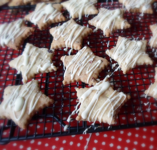 ... English Kitchen: Cranberry, Ginger and Pistachio Shortbread Biscuits