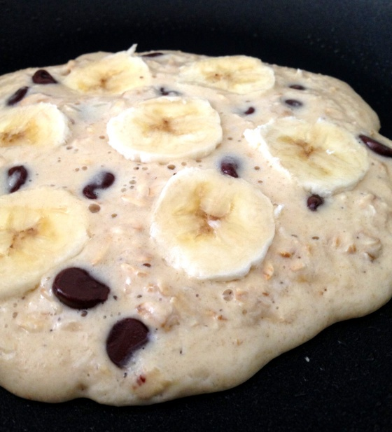oatmeal banana chocolate chip pancake | yum | Pinterest