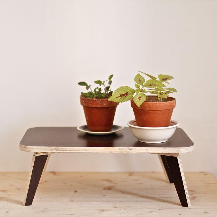 Image of petite table en bois de coffrage, small marine  ~ Petite Table Bois