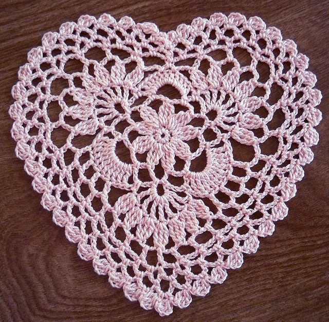 Free Crochet Pattern For Heart Doily : Pin by Carole Marine on Crochet Pinterest