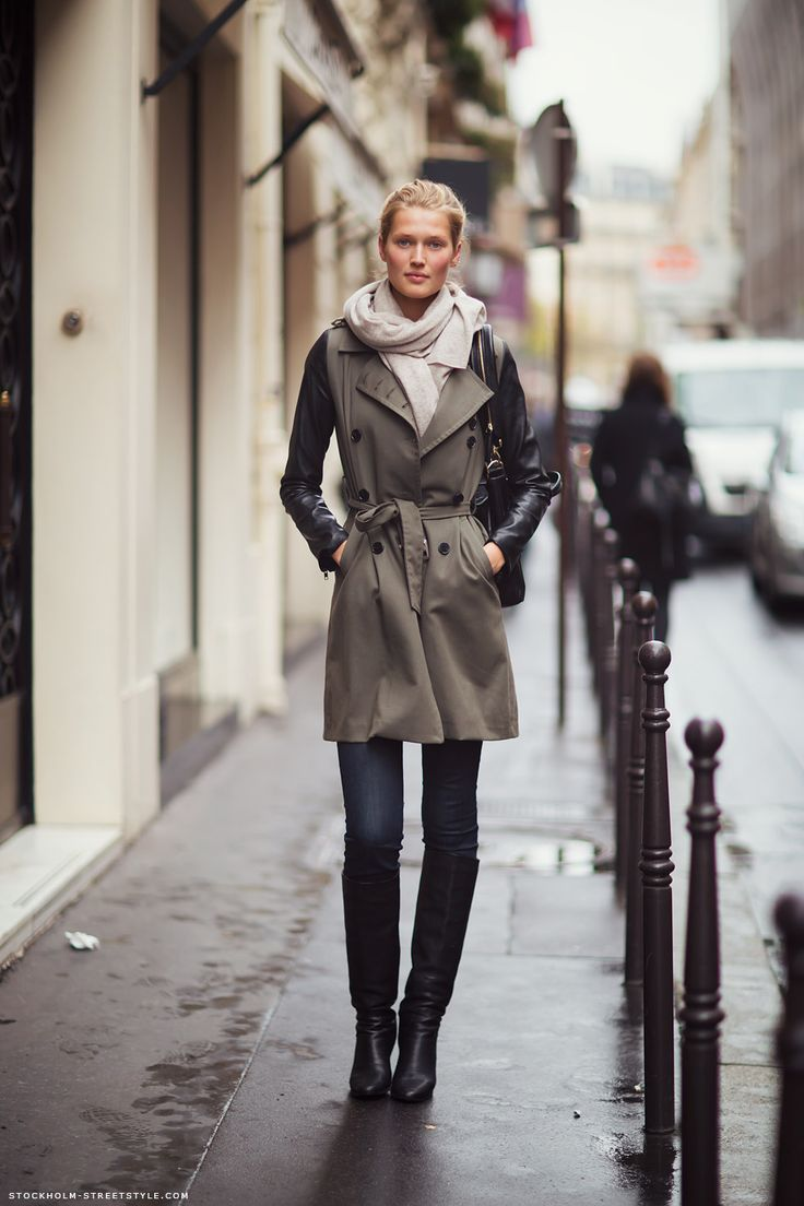 street style. trench coat. boots.