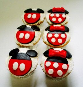 Mickey and Mimi Mouse Cupcakes <3  ( This would be too cute for a Mickey/Minnie party )