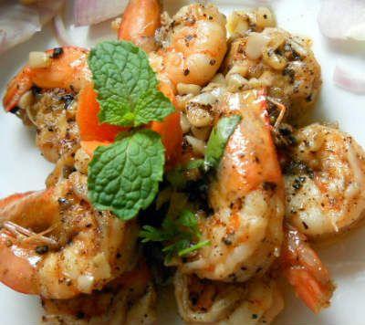 Peppery Garlic Prawns Recipe — Dishmaps