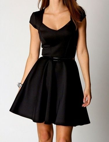 Sweetheart neck black skater dress casual day work wear.....would lookgreat with the overlapping metal disc collar necklace foundat.