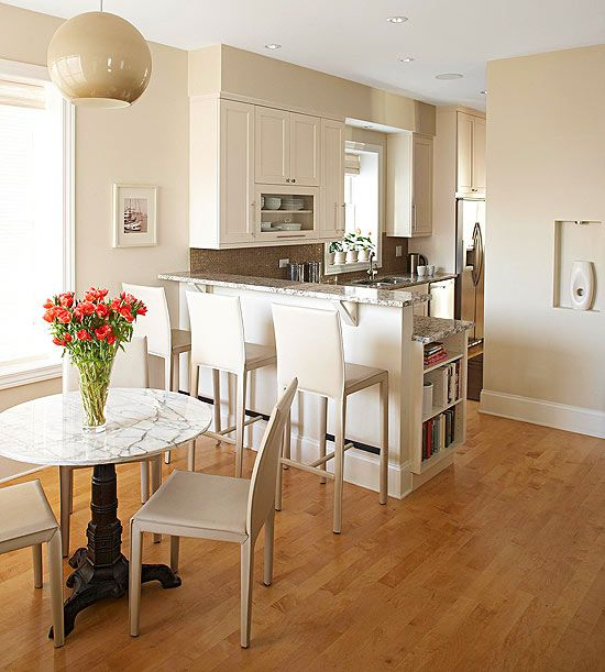 Three galley kitchens to love for Galley kitchen designs with peninsula