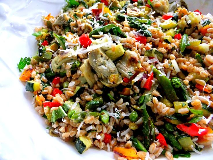 Spring farro salad with roasted peppers, onion, asparagus, artichoke ...