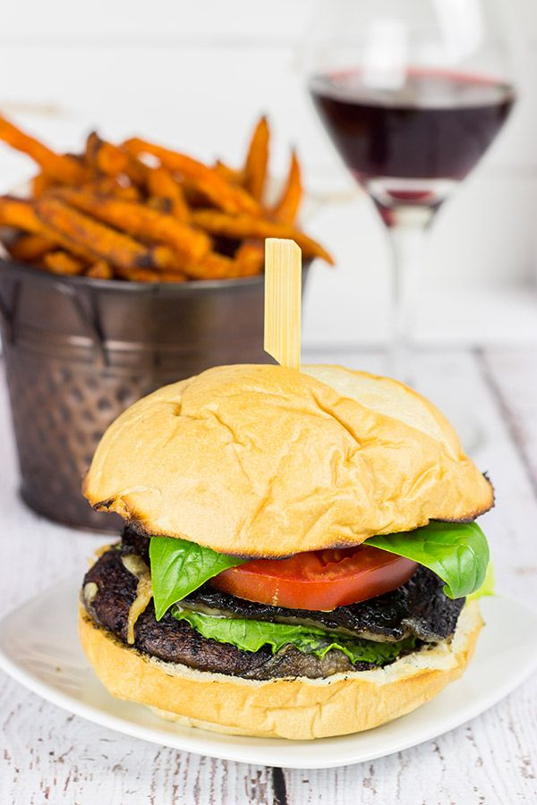 These Red Wine Portobello Burgers are incredibly tasty thanks to a ...