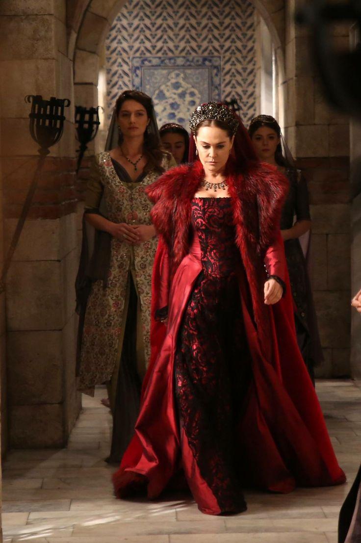 Почему в империи кесем поменяли актрису