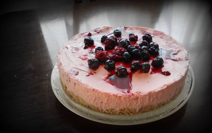 Very berry cheesecake | Goofy & Mellie's Cakes | Pinterest