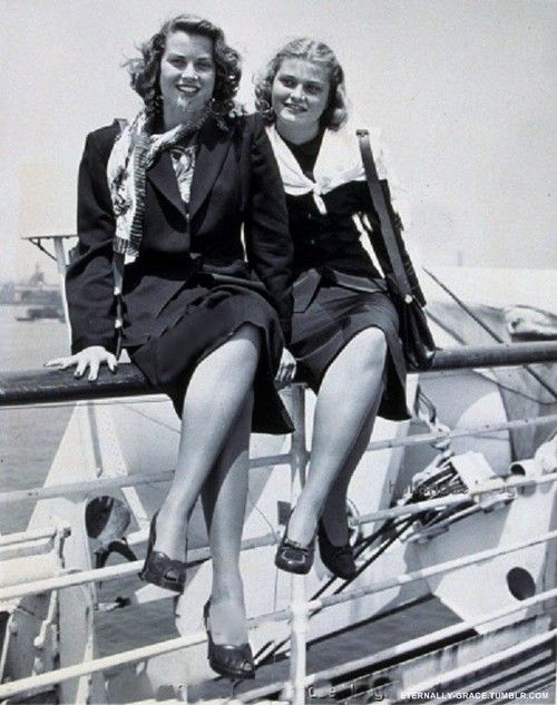 Grace Kelly with sister Lizanne, 1947