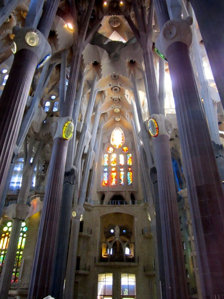 La sagrada familia interior barcelona is special pinterest for Interior sagrada familia