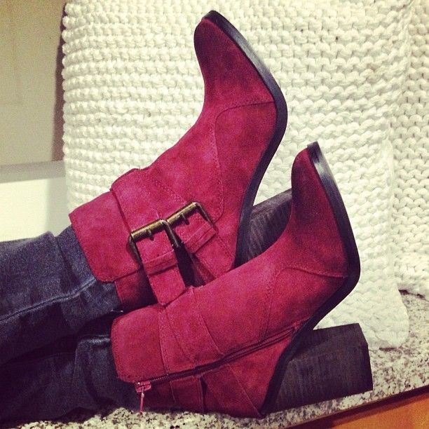Love these burgundy Fall booties!