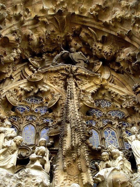 Gaudijeva arhitektura 2d487d4e930fed467820b18168d612c7