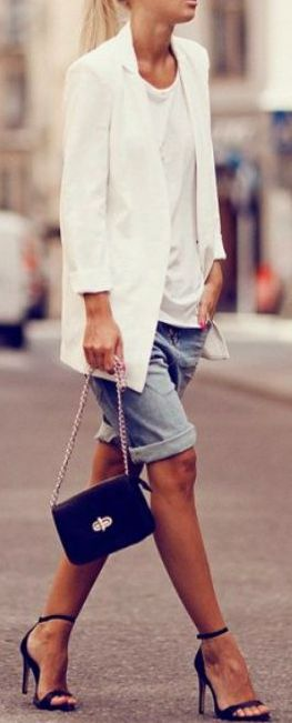 Bermudas + blazer. I can totally do this!