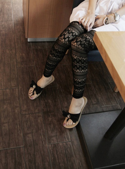 Lace Pattern: Patterned tights in black lace