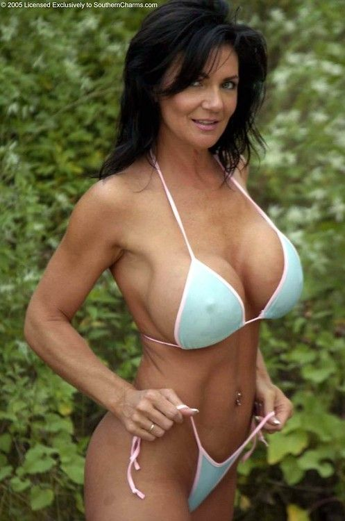 Mature pornstar Deauxma presents her awesome-looking big boobies № 597537 бесплатно