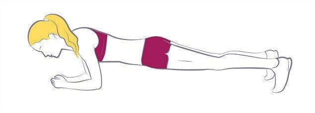 A prancha frontal trabalha toda a musculatura da cadeia anterior e posterior do core, estabilizando os músculos das costas. Coloque os cotovelos directamente debaixo dos ombros, mantendo as pernas esticadas e a coluna reta. Os três pontos de contacto são a região atrás da cabeça, a região das omoplatas e o cóccix. Faça duas a três séries de 20 segundos e vá progredindo até dois minutos