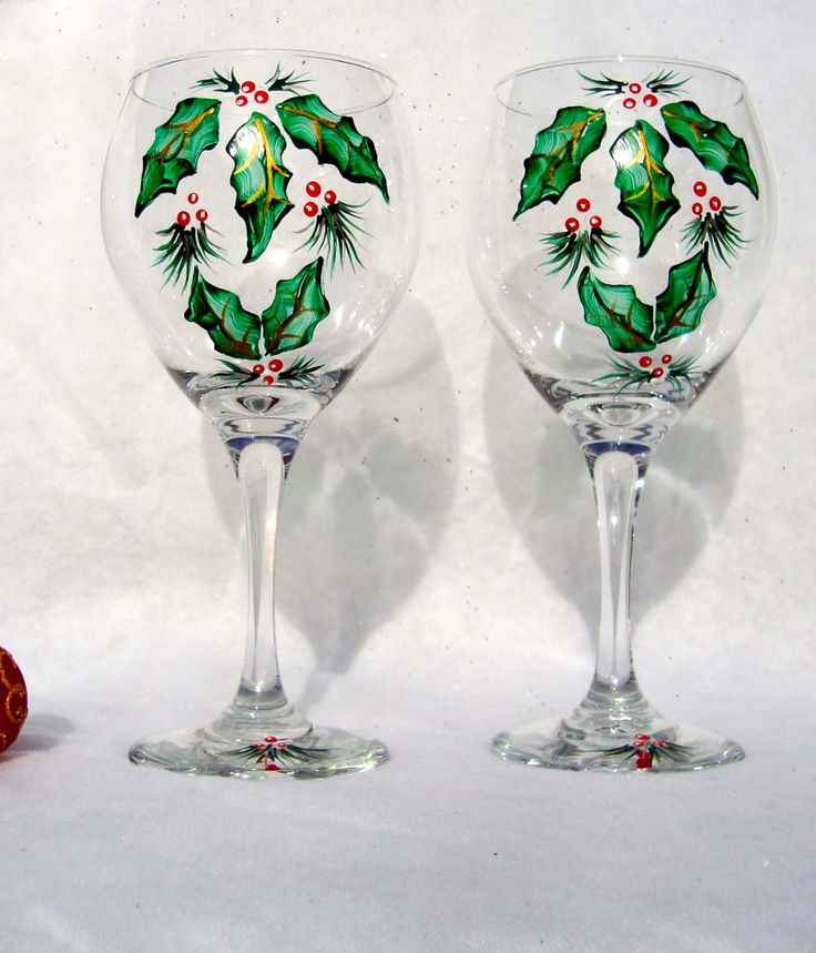 Christmas painted wine glasses with holly for Hand painted wine glass christmas designs