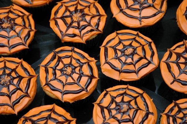 Easy spider web cupcakes. Perfect to send for Macklin's Halloween party!