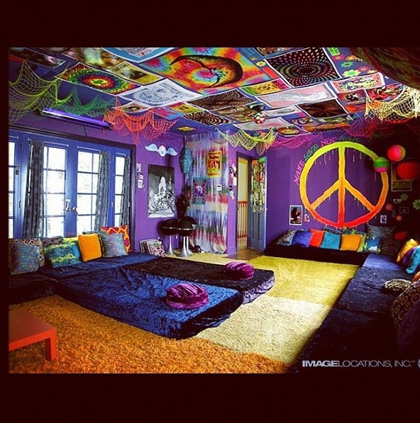 Hippie room houses rooms furniture pinterest for Hippie living room ideas