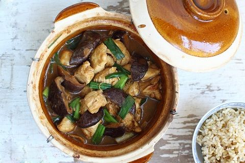 Clay Pot Chicken with Mushroom (from Rasa Malaysia)