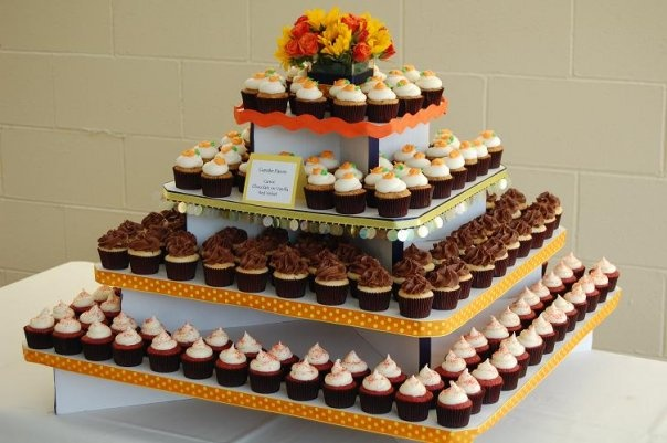 Even the Large Cupcaketree look great with a mini cupcake display.  All five tiers of our Large Cupcaketree will hold up to 400 mini cupcakes!