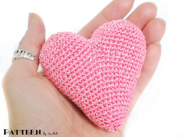 Amigurumi Heart Pillow : Crochet Amigurumi Heart - PDF Pattern Tejidos Pinterest