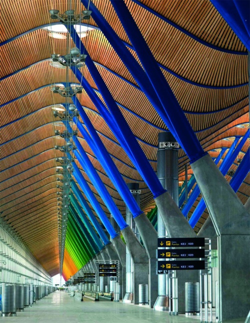 Designed by Richard Rogers, the Terminal T4 Barajas Airport in Madrid features undulating ceilings faced in MOSO's multi-layer bamboo veneer.