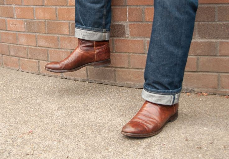 For any cowboy, they only need a comfortable pair of jeans to complete their cowboy boots. Therefore, now you can find boot cut jeans. Jeans with a slim leg and flare out slightly at the leg opening can be an excellent choice to stuff your boot comfortably.