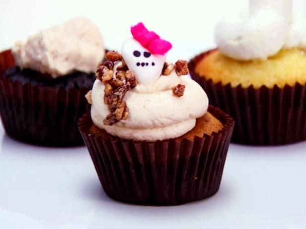 Sweet Potato Cupcakes, Brown Sugar Cream Cheese Frosting, Candied Pec ...