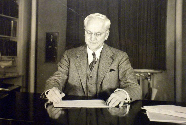 Dr. Gesell writing a report | Historical Photos of Dr. Arnold Gesell ...