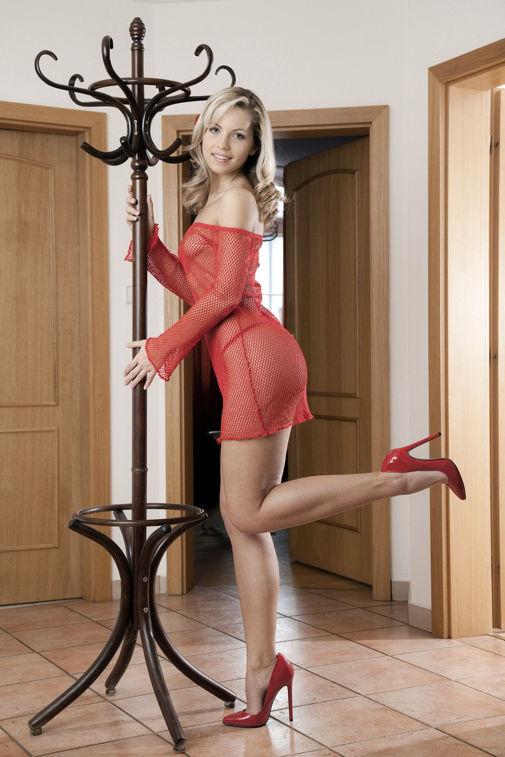 Skinny MILF with long legs Jenni Lee slipping off her dress and lingerie № 216332 без смс