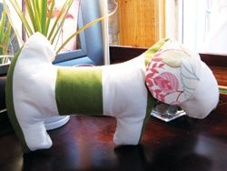 DIY fashionable squeaker toy for dogs