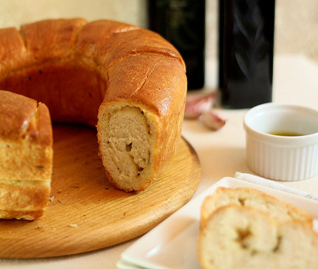 Garlic and Thyme Bread from Creative Culinary (http://punchfork.com ...