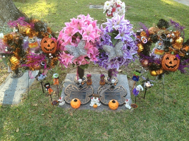 Halloween cemetery decorations cemetery memorial for Grave decorations ideas