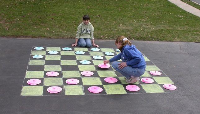 sidewalk chalk checkerboard | Craftdrawer Crafts: Outdoor Sidewalk Games for Kids