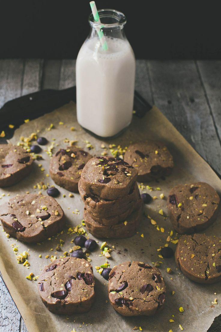 ... salt 2/3 cup 60% dark chocolate chips ground pistachios, for garnish