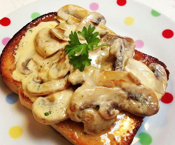 Garlic mushrooms on toast... | food/cooking | Pinterest