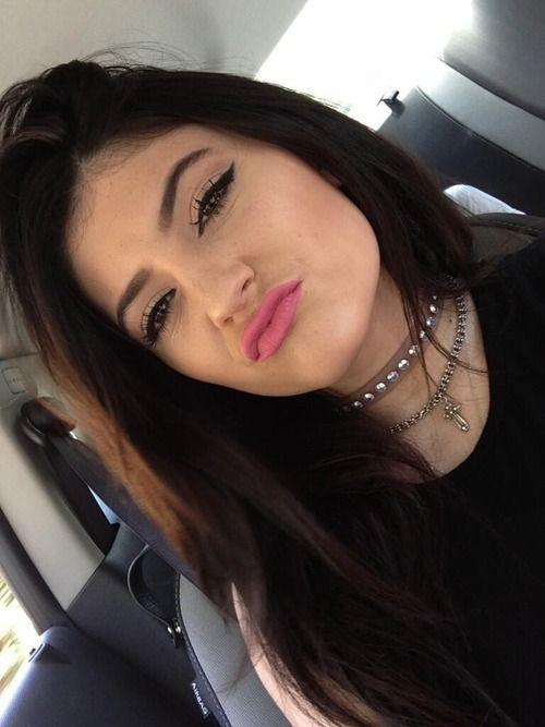 Kylie Jenner choker