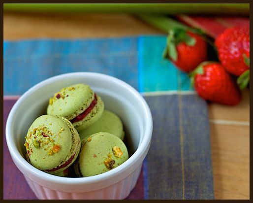 pistachio macarons with vanilla raspberry and rhubarb jam. i'll try ...